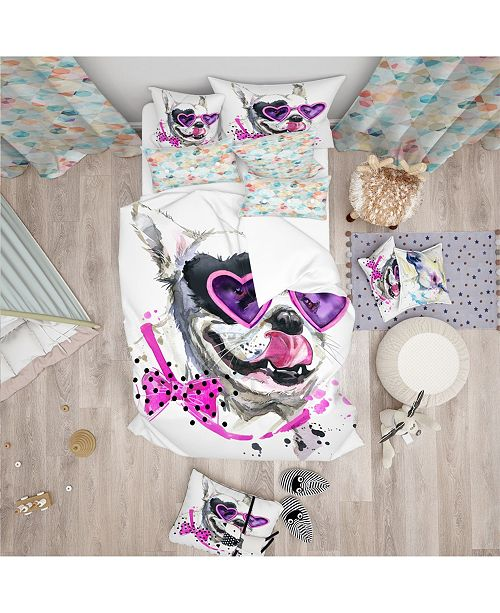 Design Art Designart 'Funny Dog With Heart Glasses' Modern and Contemporary Duvet Cover Set - Queen