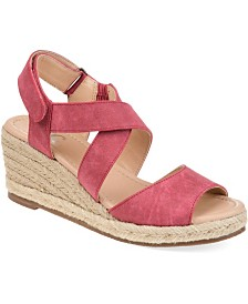 Journee Collection Women's Comfort Spencer Wedges