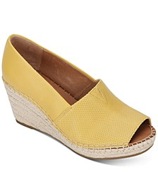 by Kenneth Cole Women's Charli A-Line 2 Espadrille Wedges