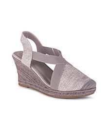 Essence Women's Closed Toe Wedge Sandal