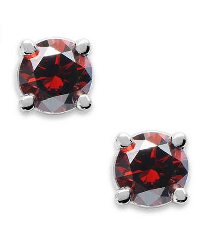 10k White Gold Red Diamond Round Stud Earrings (1/5 ct. t.w.)