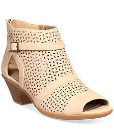 Easy Street Carrigan Sandals