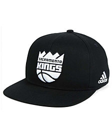 adidas Kids' Sacramento Kings Black and White Snapback Cap