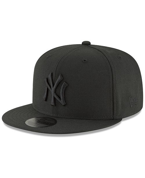 e96e3237436 New Era New York Yankees Blackout 59FIFTY Fitted Cap - Sports Fan ...
