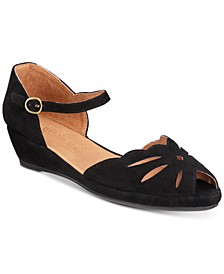 by Kenneth Cole Women's Lily Moon Sandals