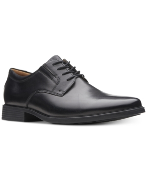 Clarks Men's Tilden Plain...