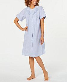 Miss Elaine Seersucker Snap Robe Petite