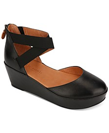 by Kenneth Cole Women's Nyssa Platform Wedges