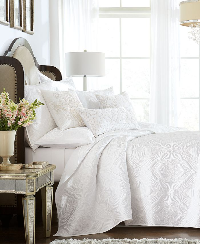 Hotel Collection - Classic Medallion Full/Queen Coverlet