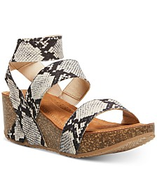 Madden Girl Zoeyy Stretch Wedges