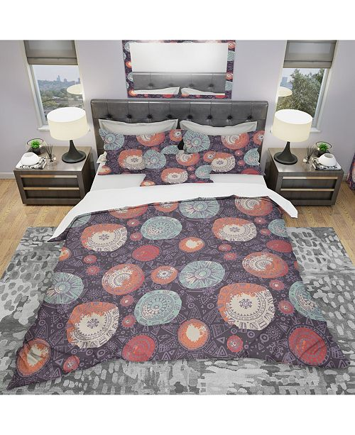 Design Art Designart 'Pattern With Graphic Doodle Suns' Modern and Contemporary Duvet Cover Set - Queen