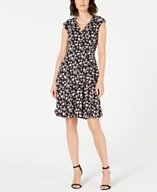 Robbie Bee Petite Floral-Printed Ruffled Wrap Dress
