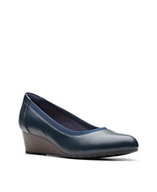 Clarks Collection Women's Mallory Berry Pumps