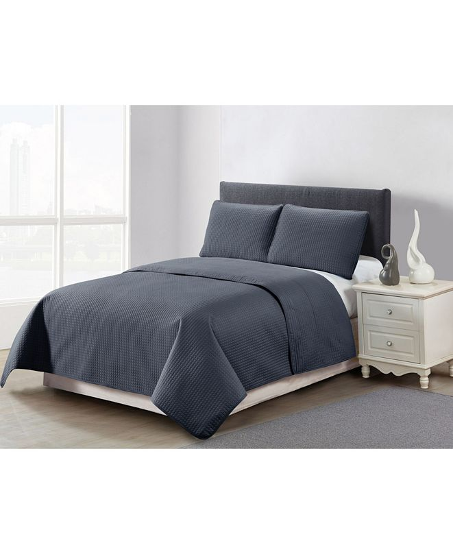 Causual Living Casual Living Solid Color Box Stitch 3 Piece Quilt Set, King