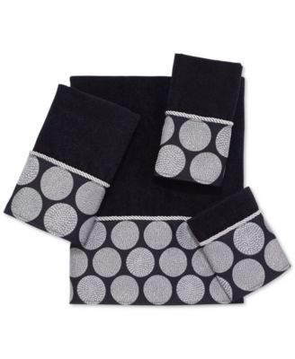 Dotted Circles Fingertip Towel